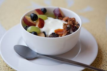 Picture of Granola, Fruit and Yogurt