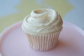 Picture of White Cargo Cocktail Cupcake