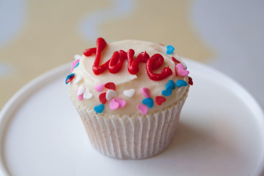 picture of valentines day vanilla cupcake