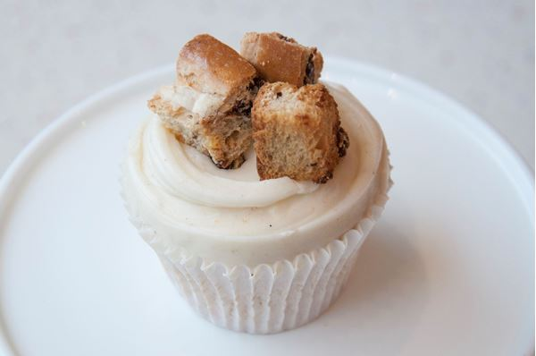 Picture of Hot Cross Bun Cupcake