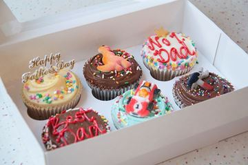 Picture of Father's Day Medium Gift Box