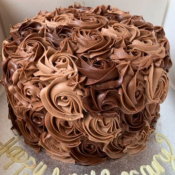 Picture of Rosette Layer Cake with Chocolate Buttercream