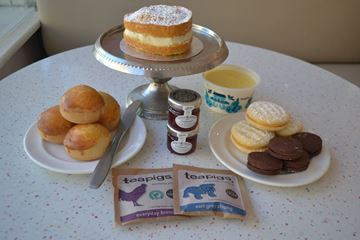 Picture of MOTHER'S DAY AFTERNOON TEA BOX